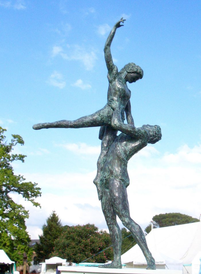 Figures sculpture